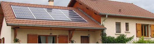 Maison à panneaux solaires
